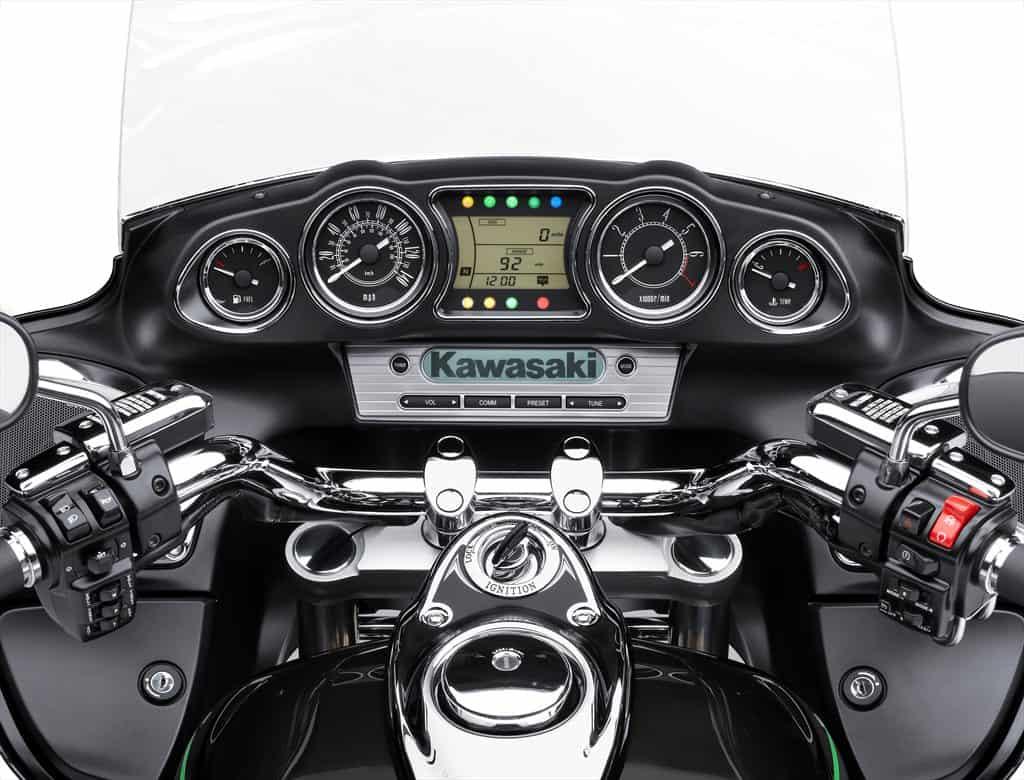 15_VN1700B_GRY_Rider_POV_P13_R.med