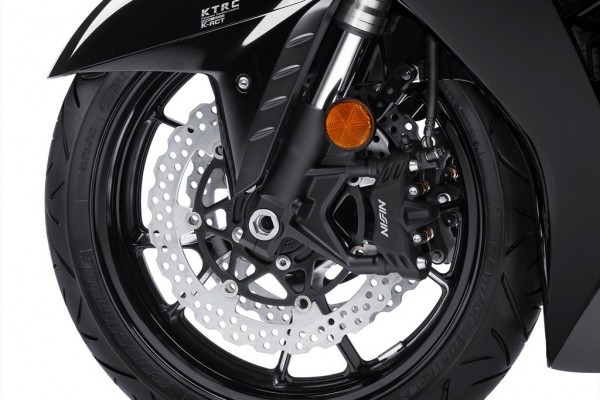 2015_Kawasaki_Councours 14 ABS_Black_2.med