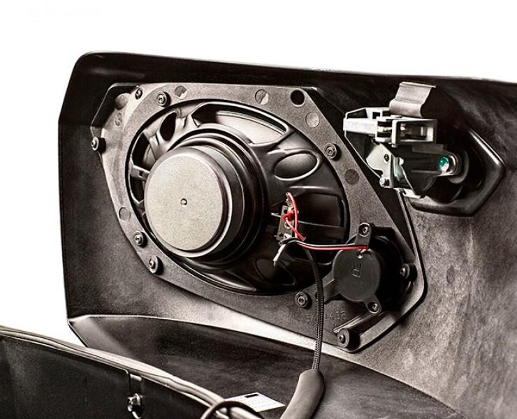 Magnum_X1_6x9_speaker_interior_detail